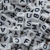 Buchstabenwürfel Weiß mit Schwarzer Schrift 8x8mm