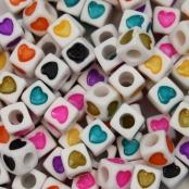 100 Weiße Buchstabenwürfel 7x7m mit bunten Herzen
